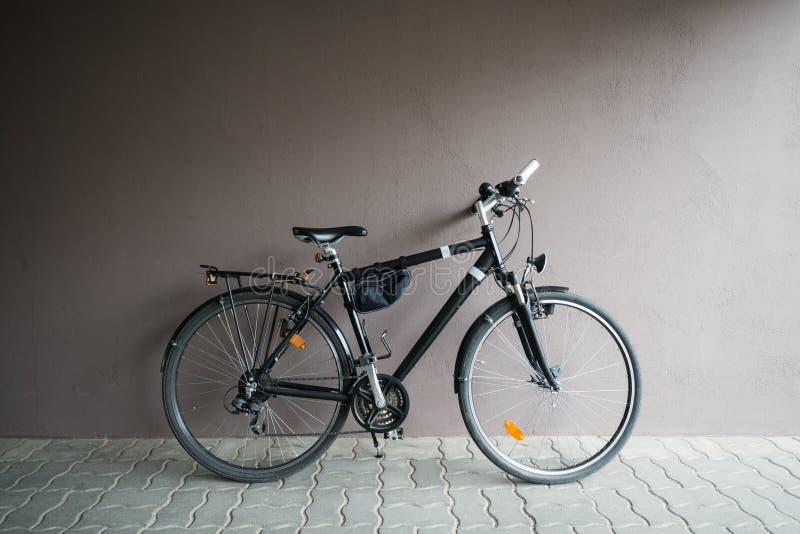 Download Vélo photo stock. Image du urbain, moderne, trottoir - 56485066