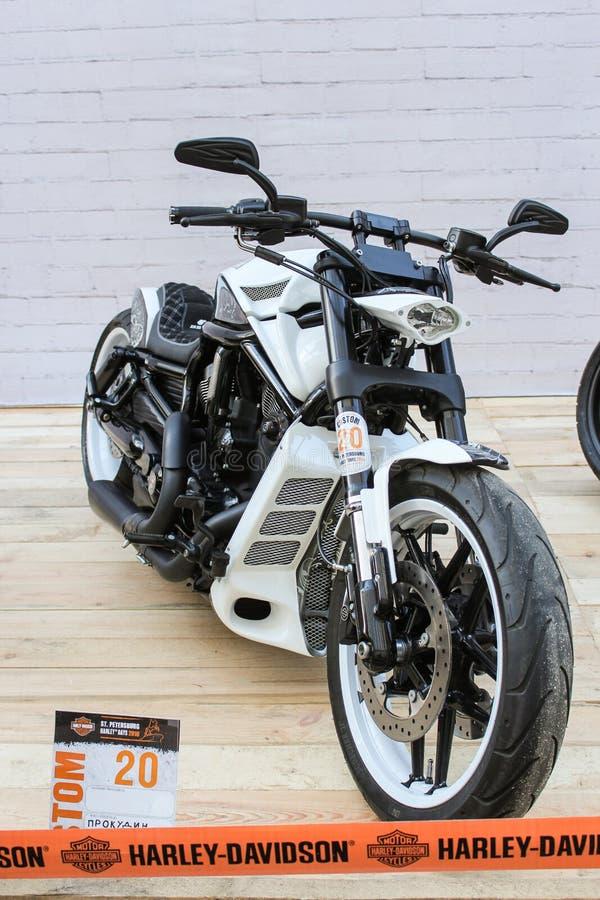 Download Vélo compact noir et blanc image stock éditorial. Image du trame - 77155929