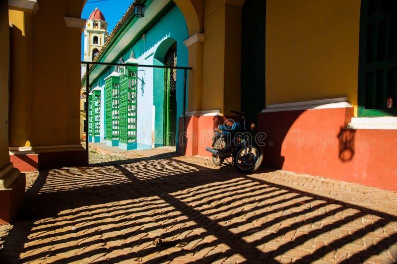 Vélo dans les barres du Trinidad photo libre de droits