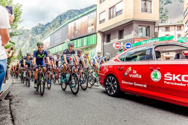 Vélo de monte de route de personnes pendant la concurrence sur la route à la journée photos libres de droits