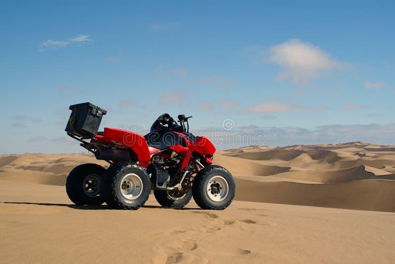 Vélo de quadruple dans le désert de Namib images stock