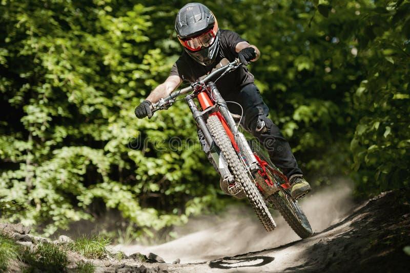 Vélo Forest Downhill de Mountainbiker photo libre de droits