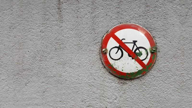 Vélo n'a pas laissé image stock