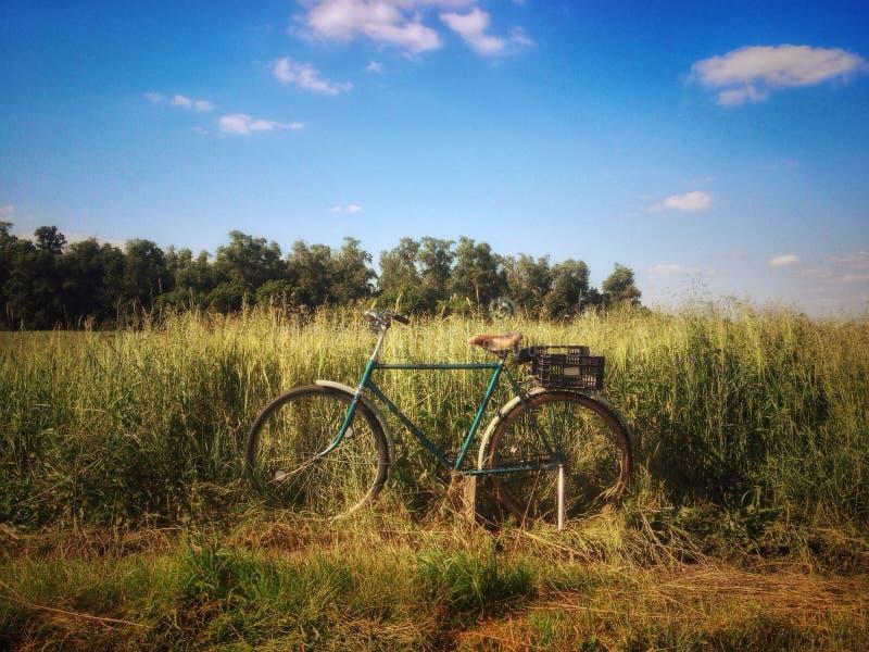 Download Vélo Pemza image stock. Image du zone, ciel, vélo, vieux - 76085829