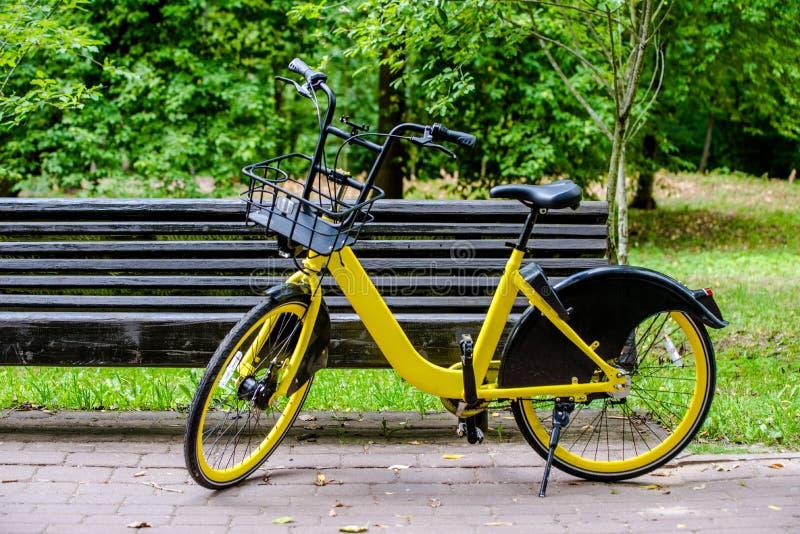 Vélo pour Bicyclette-partager photographie stock libre de droits