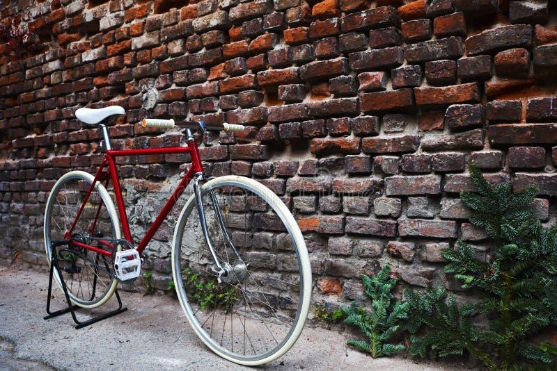 Vélo rouge de Fixie photo libre de droits