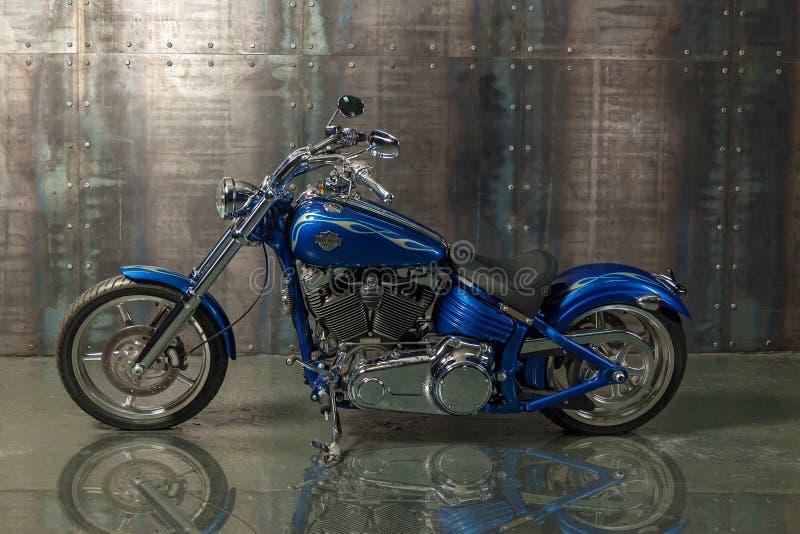 Vélo superbe dans le studio photos libres de droits