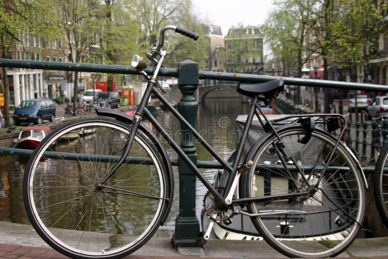 Download Vélo Sur Le Canal D'Amsterdam Image stock - Image du canal, netherlands: 734673