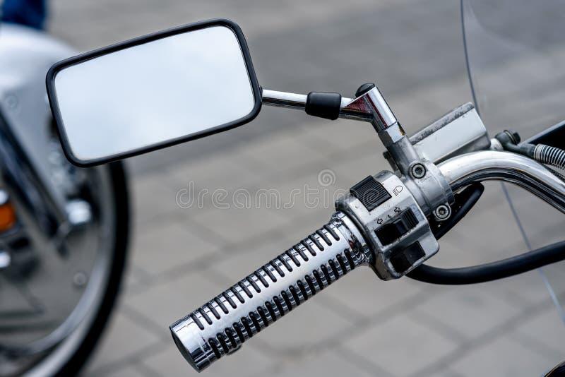 vélo sur une rue de ville image libre de droits