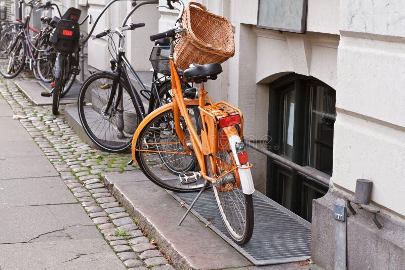 Vélos à Copenhague, Danemark images stock