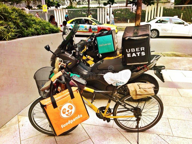 Vélos de la livraison de nourriture image stock