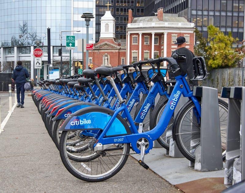 vélos de location dans NY images stock