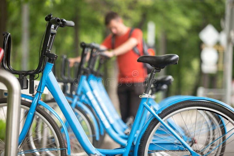 Download Vélos de loyer image stock. Image du ville, sort, récréation - 56476357