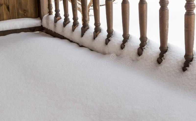 Véranda de balustrade sous la neige images stock