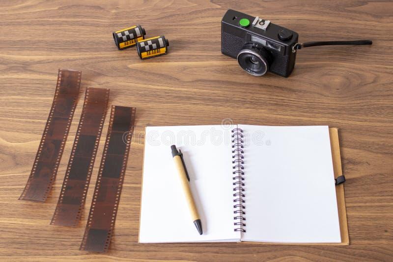 Vérification des images de mon appareil-photo analogue photographie stock