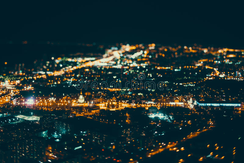 Download Véritable Tir De Décalage D'inclinaison De Ville De Nuit De Clou Photo stock - Image du horizon, métropole: 87709800