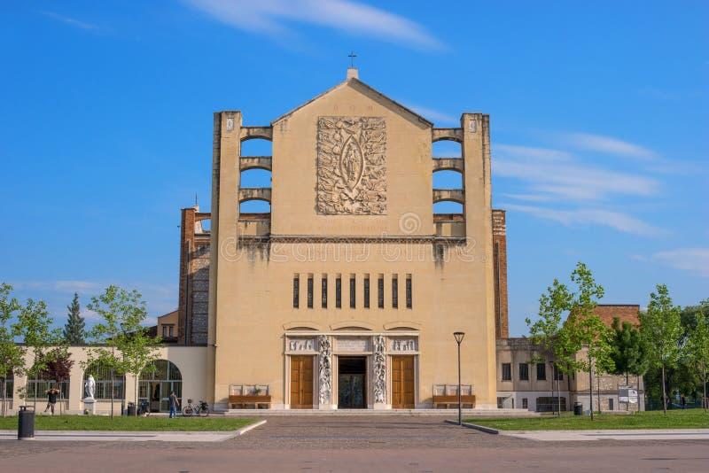 Vérone, Italie - 6 mai 2018 : L'église du temple votif, qui est situé sur le XXV carré Aprile Sur la même chose images libres de droits