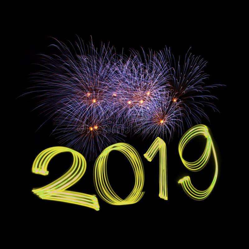 Véspera 2019 do ` s do ano novo com fogos-de-artifício fotografia de stock royalty free