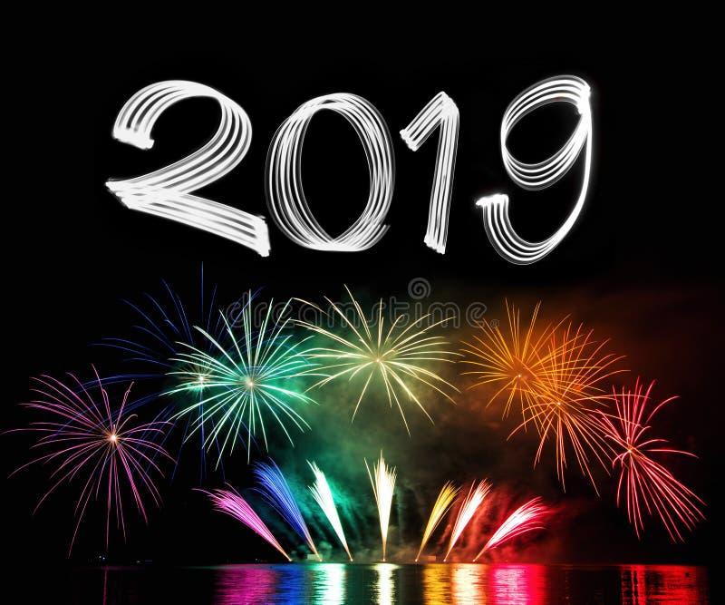 Véspera 2019 do ` s do ano novo com fogos-de-artifício imagem de stock royalty free
