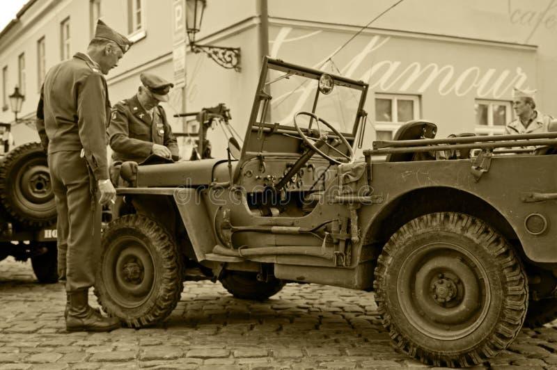 Vétérans et jeeps américains photographie stock libre de droits