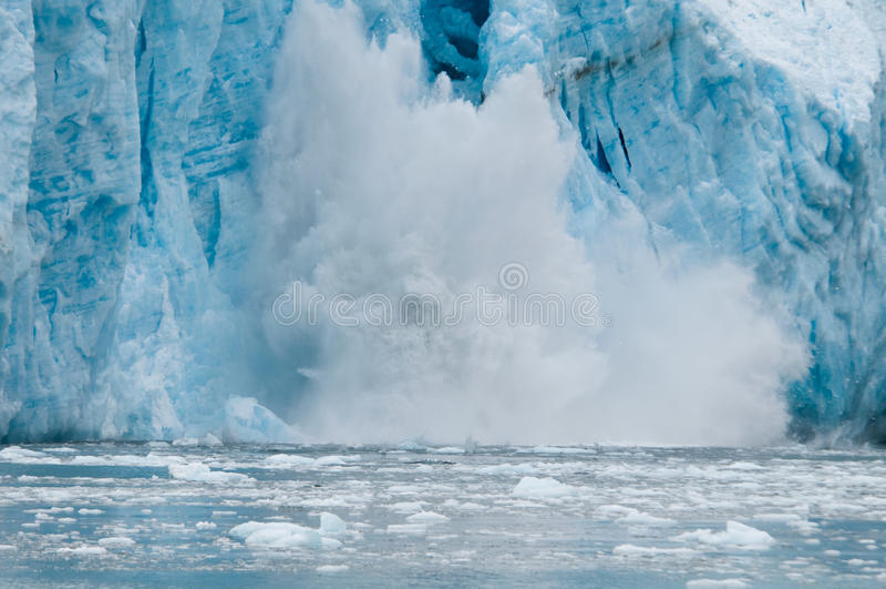 Vêlage de glacier d'Aialik images libres de droits