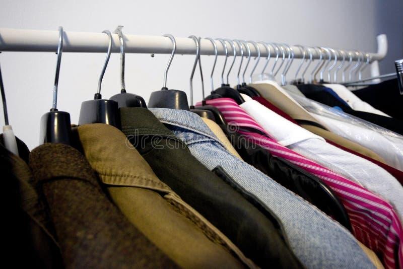 Vêtements accrochants photo libre de droits