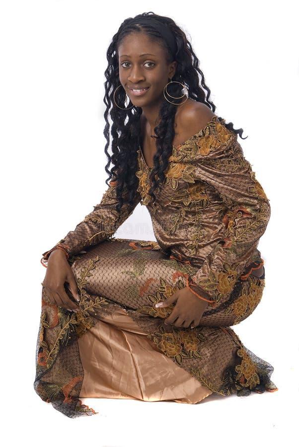 vêtements africains s'usant le femme blanc image stock