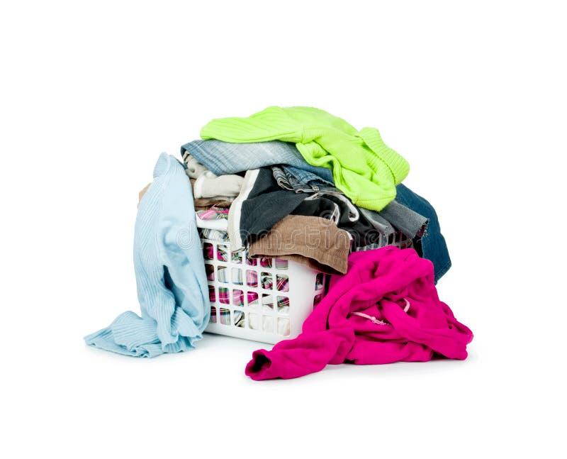 Vêtements avec le panier image stock