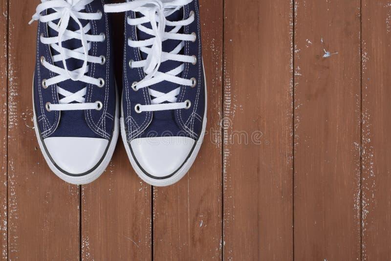 Vêtements, chaussures et accessoires - gomme bleue de paires de fragment de vue supérieure image libre de droits