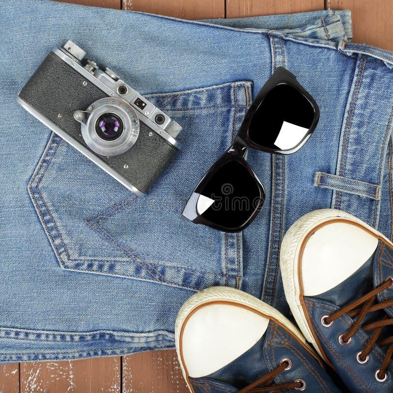 Vêtements, chaussures et accessoires - rétro caméra de vue supérieure, sunglass photos libres de droits