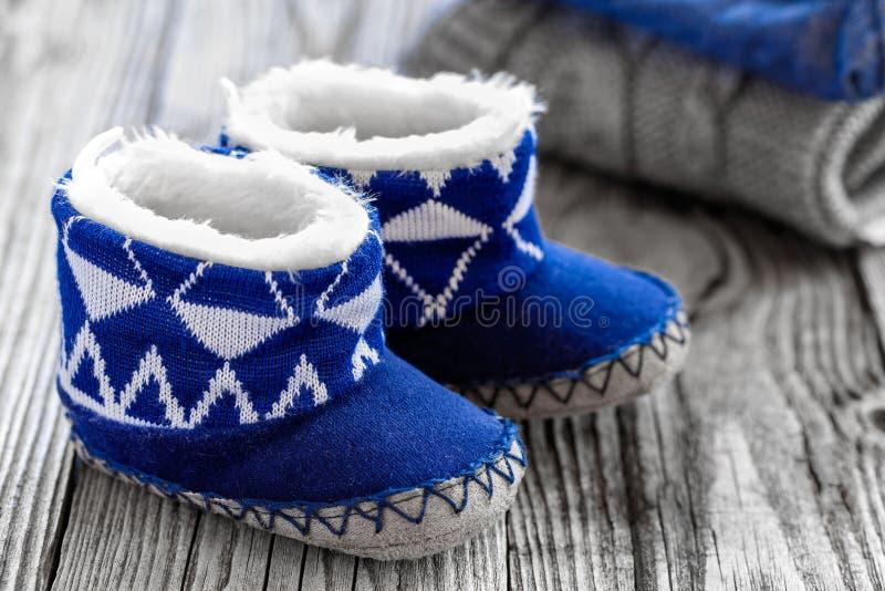 Vêtements de bébé image stock