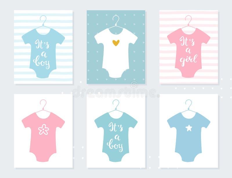 Vêtements de combinaisons de bébés sur des cintres Cartes d'annonce de bébé C'est un garçon C'est une fille Signes de lettrage de illustration stock