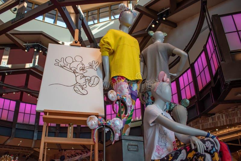 Vêtements de Disney et dessin colorés de main de Mickey en ressorts de Disney au lac Buena Vista 2 photographie stock libre de droits