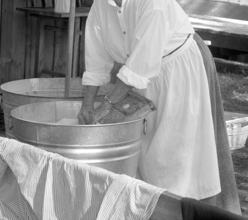 Vêtements de lavage de femme photographie stock