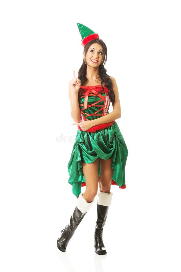 Vêtements de port d'elfe de femme intégrale se dirigeant  photos stock