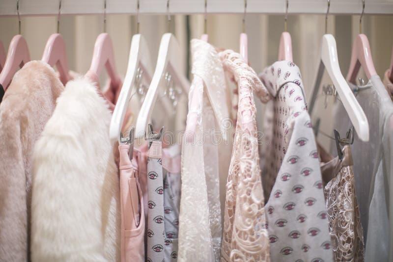 Vêtements en pastel images libres de droits