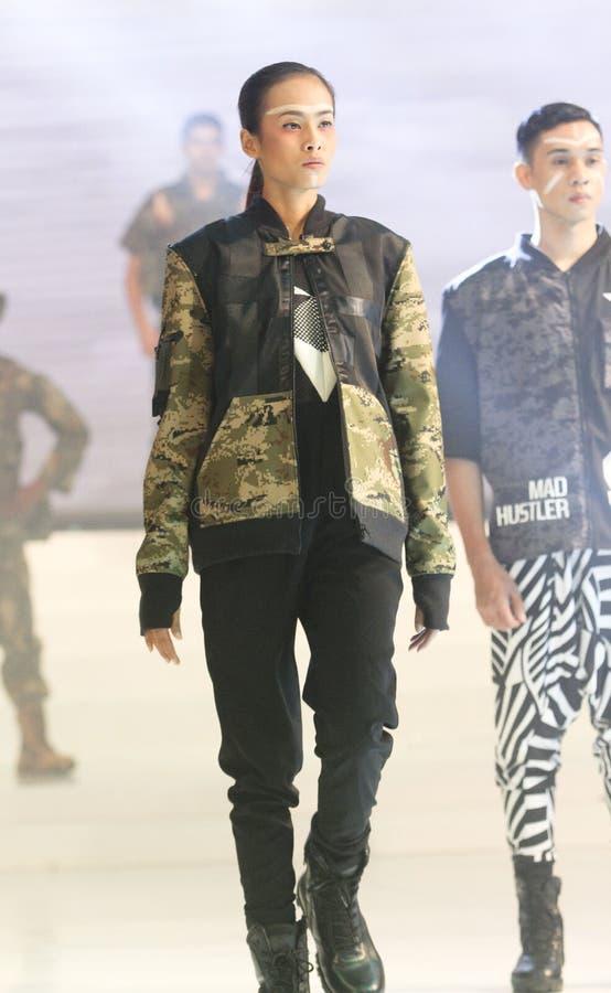 Download Vêtements futuristes image éditorial. Image du solo, exposition - 76079000