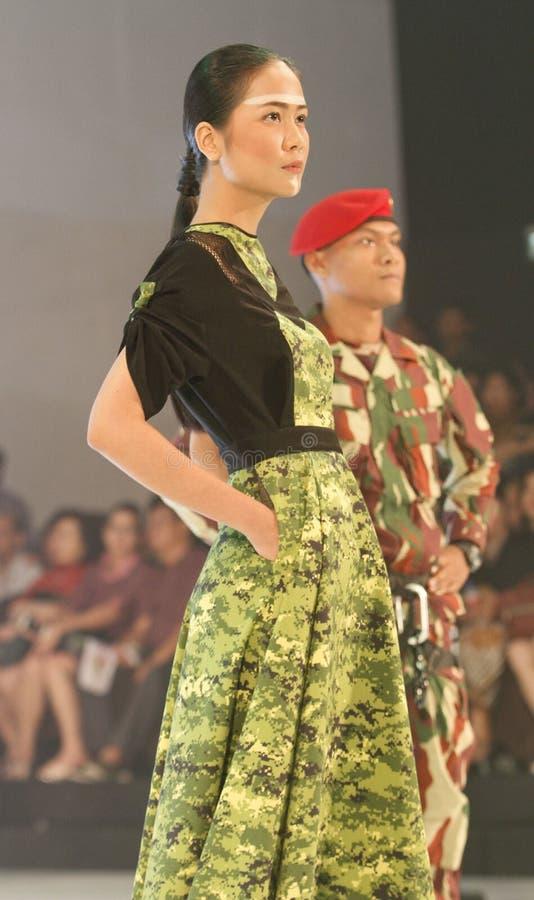 Download Vêtements futuristes image éditorial. Image du solo, démontrez - 76079130