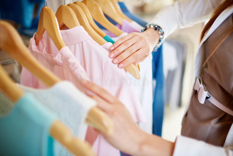 Vêtements neufs photographie stock libre de droits
