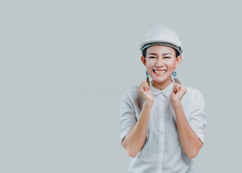Vêtements pour femmes asiatiques un casque et avoir un visage de sourire dans le studio image stock