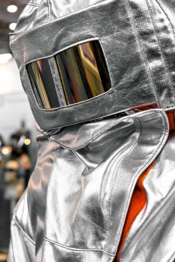 Vêtements protecteurs d'un sapeur-pompier photographie stock libre de droits