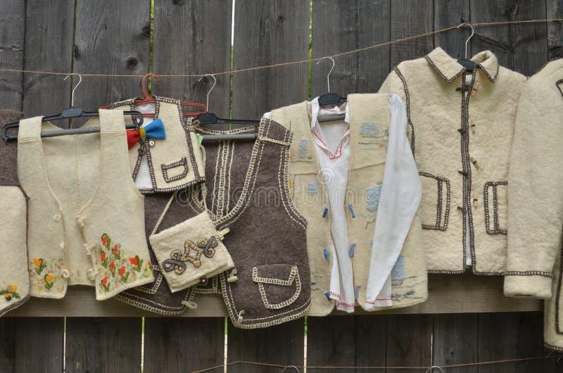 Vêtements traditionnels roumains images libres de droits