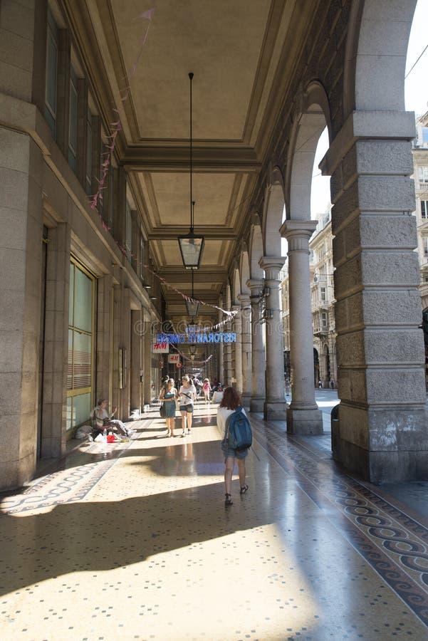 Download Vía Dante, Génova fotografía editorial. Imagen de italia - 44855347