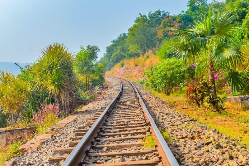 Vía de ferrocarriles india de la montaña Vizag la India imágenes de archivo libres de regalías
