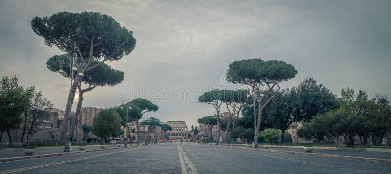 Vía el dei Fori Imperiali con el Colosseum, Roma, Italia fotos de archivo libres de regalías
