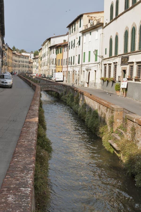 Vía el dell Fosso en Lucca, Italia fotografía de archivo libre de regalías