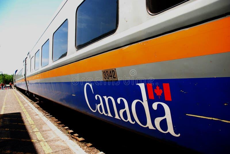 VÍA el tren de Canadá del carril imagenes de archivo