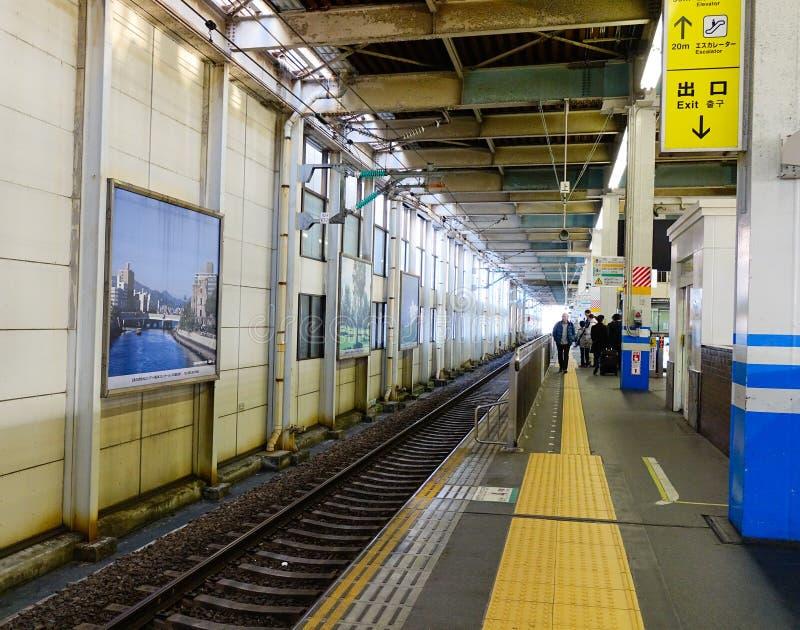 Vía en la estación de tren en Takayama, Japón foto de archivo libre de regalías