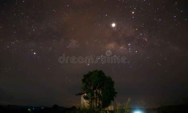 V?a l?ctea tomada en un lugar rural en Kota Marudu, Sabah, Malasia del este fotos de archivo libres de regalías