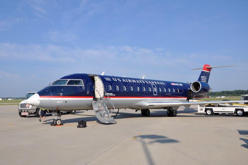 Vías aéreas CRJ 200 de los E.E.U.U. en el aeropuerto fotografía de archivo